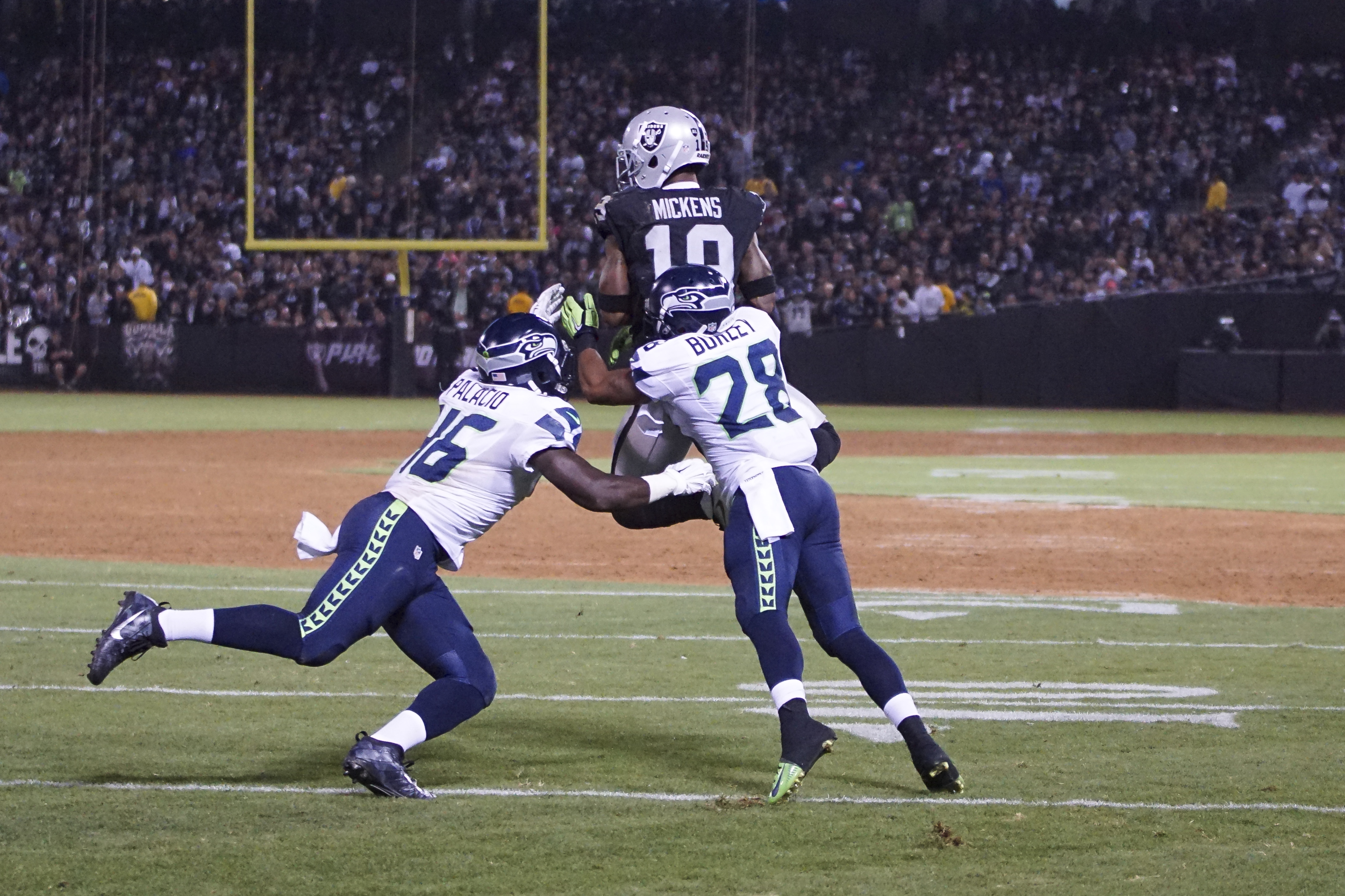 Jaydon Mickens make a nice catch against the Seattle Seahawks Sep. 1, 2016
